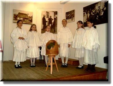 Children in Betlehem-play